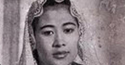 Biografi Singkat Fatmawati Dalam Bahasa Inggris Dan Artinya